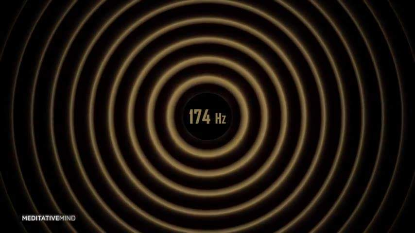 """La Escala de las Frecuencias Solfeggio  ?174 Hz – El más bajo de los tonos parece ser un anestésico natural. Tiende a eliminar dolor físico y energético, así como energía kármica. La frecuencia de 174 Hz le da a nuestros órganos sensación de seguridad, protección y amor, y los motiva a dar lo mejor de sí.  ?285 Hz – Este tono es útil, cuando se tartan heridas, cortes, quemaduras o cualquier otro tipo de tejido dañado. Se dice que la frecuencia de 285 Hz está directamente conectada con el programa de nuestro cuerpo, de nuestra mente y de nuestra alma para una salud óptima y un bienestar físico, gracias a su increíble habilidad de recordar qué es lo correcto y de devolver a las células a su forma original. Influye en los campos energéticos y les envía mensajes para reestructurar un órgano dañado. Los 285 Hz nos ayudan a recordar y a sanarnos a nosotros mismos, a nuestros órganos internos y a nuestra energía.  ?396 Hz – Limpia el sentimiento de culpa, que a menudo representa uno de los obstáculos fundamentales para la realización, y permite alcanzar objetivos del modo más directo. Nos libera del sentimiento de culpa y miedo al disolver los mecanismos de defensa. Esta frecuencia Solfeggio también puede aplicarse como medio para enraizar, despertar, activar y volver a la realidad.  ?417 Hz – El siguiente tono de la escala Solfeggio está conectado con procesos de resonancia o procesos de amplificación.  Re puede """"eliminar"""" el """"distanciamiento de Dios"""" de una persona y ayudarle a volver al """"camino correcto"""". Esta frecuencia Solfeggio limpia experiencias traumáticas y disuelve influencias destructivas de eventos pasados.  Puede usarse para limpiar impresiones limitantes que impiden a la persona alcanzar sus objetivos de vida. En lo que respecta al proceso celular, el tono Re estimula a la célula y a su ADN a funcionar de manera óptima. La frecuencia 417 Hz lleva energía a nuestras células corporales y les ayuda a utilizar sus potenciales creativos.  ?528 Hz – Se utiliza par"""